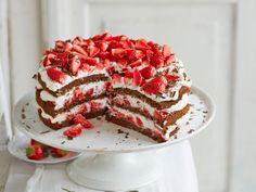 Schwarzwälder Kirschtorte war gestern. Hier kommt der laktosefreie Relaunch mit Erdbeeren! Ein sehr leichtes Rezept für eine unglaublich leckere Torte