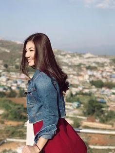 May Myint Mo Beautiful Snapshots in Taung Gyi , Shan State Pop Fashion, Unique Fashion, Burmese Girls, Myanmar Women, Best Face Products, Girl Poses, Beautiful Models, Korean Fashion, How To Look Better