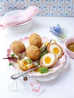 Das Osterfest muss gefeiert werden - mit vielen bunten Ostereiern, herrlichen Osterkuchen und einem traditionellen Ostermenü. Überraschen Sie Ihre Lieben und servieren Sie Ihnen österliche Köstlichkeiten.
