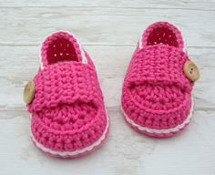 Baby girl shoes, crochet booties little loafers pink and off white size 0/3 months with gift box ready to ship