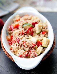 Салат из кускуса с клубникой