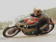 Mike Hailwood the greatest Motorcycle Racers, Racing Motorcycles, Cafe Racing, Road Racing, Racing Bike, Vintage Bikes, Vintage Motorcycles, Valentino Rossi, Course Vintage