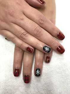 Christmas buffalo plaid nails with black snowflake accent Plaid Nail Art, Plaid Nails, Best Workwear, Wintry Weather, Gelish Nails, Minimalist Christmas, Christmas Nail Art, Winter Nails, Buffalo Plaid