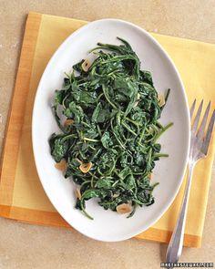 Arugula Made this tonight. Wilted Arugula - Martha Stewart RecipesMade this tonight. Stir Fry Arugula, Side Dish Recipes, Vegetable Recipes, Side Dishes, Argula Recipes, Arugula Salad Recipes, Zucchini, Liver And Onions, Gourmet