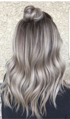 Vanessa Castro ( from NYC says she is obsessed with doing hair Ash Blonde Hair Castro extraglossy Hair NYC obsessed Vanessa Ombre Hair, Balayage Hair, Bayalage, Pelo Color Ceniza, Silver Blonde Hair, Ash Blonde Balayage Silver, Ashy Blonde Hair, Ash Blonde Highlights, Gray Ash Hair