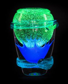 GLASS VASE SCULPTURE LUMINESCENT LOT 560 6.5kg 17x24cm #ARTPRICE PRICE 3500 € JC NOVARO – UAE (Dubai) 2011
