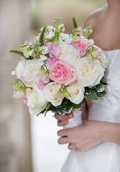 Beautiful flower bouquet for your March wedding entrance
