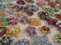 vintage brooches: nevris