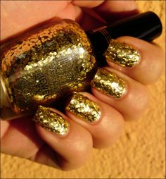 holiday gold nails