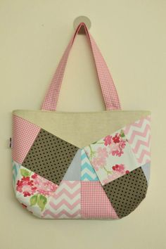 Patchwork purse crafted by Craftsy member Hani