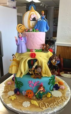 25 Amazing Disney Princess Cakes That You Have To See To Believe Throwing a princess party for your little one? You're going to need a birthday cake and if these amazing Disney princess cakes don't inspire you, nothing will! Disney Desserts, Disney Cakes, Disney Cake Pops, Disney Themed Cakes, Disney Disney, Disney Princess Kuchen, Disney Princess Birthday Party, Princess Theme, Princess Cake Pops