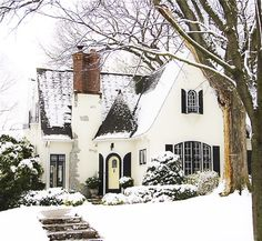 Holiday exteriors on the blog today — details on Beckiowens.com. Simplelindo