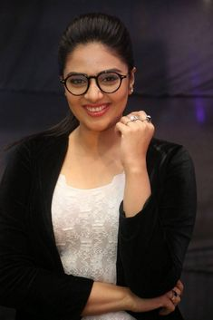 South Indian Model TV Anchor Srimukhi Smiling Glasses Face Bollywood Wallpaper  PUNPUN | AN ANCIENT RIVER AND AN OLD, HOLY TOWN  PHOTO GALLERY  | 3.BP.BLOGSPOT.COM  #EDUCRATSWEB 2020-05-29 3.bp.blogspot.com https://3.bp.blogspot.com/-t0QRn3Njxzk/Tw2A-KOry0I/AAAAAAAAA5I/5qKzUIIfg0k/s640/IMG_0139.JPG
