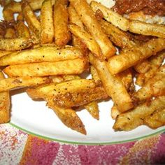 Seasoned and crispy selfmade fries (fries) Seasoned French Fries Recipe, French Fry Seasoning, Seasoned Fries, Homemade French Fries, Deep Fried French Fries, Making French Fries, Burger And Fries, Fries In The Oven, Fungi