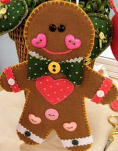 Como fazer enfeite de natal em feltro biscoito gingerde feltro com moldes e passo a passo para você aprender para decorar, presentear e vender. Faça você