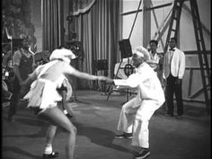 The ultimate in Lindy Hop choreographed by Frankie Manning. Whitey's Lindy Hoppers - Hellzapoppin' (1941)