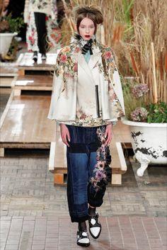 Guarda la sfilata di moda Antonio Marras a Milano e scopri la collezione di abiti e accessori per la stagione Collezioni Autunno Inverno 2016-17.