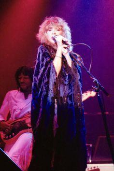 Dreams - Stevie Nicks Photo (4625602) - Fanpop Buckingham Nicks, Lindsey Buckingham, Stephanie Lynn, Stevie Nicks Fleetwood Mac, Look Vintage, Wild Hearts, What Is Love, Rock N Roll, Belle