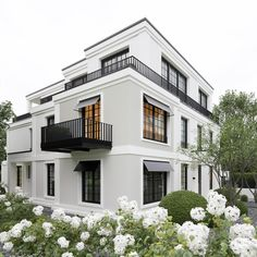 99 Unique Apartment Balcony Design And Decor Ideas is part of Architecture house - Are you a city or apartment dweller looking for a balcony grill you can use in your smaller outdoor space […] Dream House Exterior, Exterior House Colors, Exterior Design, Interior And Exterior, Facade Design, Modern Interior, Black Windows Exterior, Gray Exterior, Lobby Interior