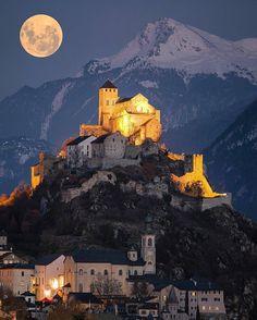 Full moon over Sion, Switzerland. | : @sennarelax