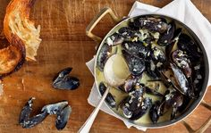 Mussels steamed in coconut milk, lemon grass, garlic and chiles