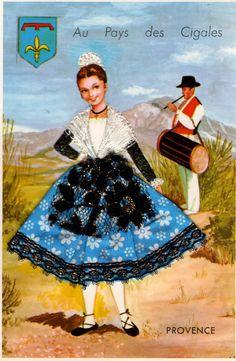 Les cartes postales où les habits des personnages sont en tissu....