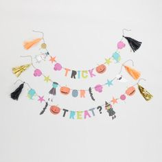 Our festive pre-strung garland features a string of 37 sweet Halloween-inspired pennants, from cute witches to smiling skulls.