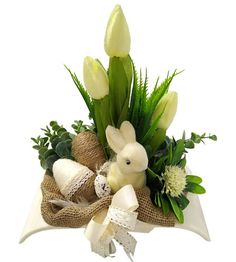 Tulips, Display, House Styles, Spring, Handmade, Home Decor, Easter Crafts, Flower Arrangements, Craft