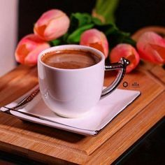 Find images and videos about coffee and ☕ on We Heart It - the app to get lost in what you love. Coffee Vs Tea, Sweet Coffee, Brown Coffee, Coffee Cozy, Coffee Latte, I Love Coffee, Coffee Drinks, Good Morning Coffee, Coffee Time