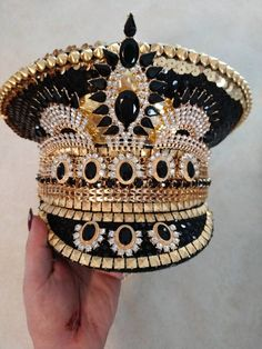 A gorgeous black and gold festival captain hat. This beautiful hat makes an excellent addition to an outfit for your next event! Festival Gear, Festival Outfits, Jewelry Art, Women Jewelry, Types Of Hats, Burning Man Fashion, Conceptual Fashion, Magical Jewelry, Cool Hats