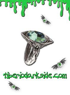 ABSINTHE FAIRY SPIRIT CRYSTAL RING  Anillo con dos hadas sosteniendo un gran cristal swarovski verde, de Alchemy Gothic. El estanque esmeralda de la ilusión y la creación. La Absenta fue llamada 'el hada verde' por los artistas, escritores, poetas y  filósofos que se congregaron en París en torno a 1880-1918 (La Belle Époque). Material: peltre inglés (aleación de estaño y cobre).  TALLAS: L, N, Q, T  L - Diámetro 16,3mm, Circunferencia 51,24mm (MUY PEQUEÑO) N - Diámetro 17,1mm…