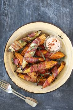 Sweet-Potato-Wedges-Wrapped-in-Bacon_400x600