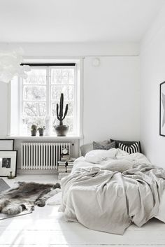 How to create uncluttered, quiet, and relaxing space? There is a true art to designing the perfect minimal, yet warm minimalist bedroom.