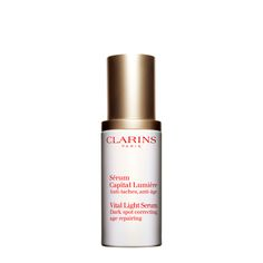 Concentrate on anti-aging with a supercharged serum that defies dark spots, dullness and wrinkles. Clarins' triple-action complex of Hexylresorcinol, a tripeptide and pioneer plant extracts noticeably brightens, evens skin tone and reduces the appearance of dark spots — while visibly lifting, firming and restoring the deep luminosity of young-looking skin.
