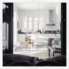 Goooood morning... #slowness #sunlight #saturdaylovin #home