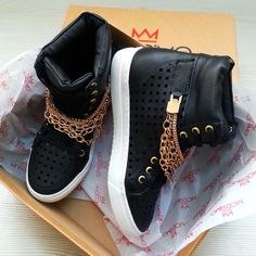 Siyah şıklığı #sneaker #ayakkabi #shoes #modsimo 109.90TL http://www.modsimo.com/phfp~u~siyah-zimbali-bot-spor