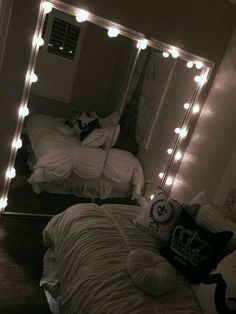 Dream Rooms : 33 Gorgeous Decor Ideas With Bedroom String Lights Cute Room Ideas, Cute Room Decor, Teen Room Decor, Bedroom Decor For Teen Girls, Teen Bedroom, Dream Rooms, Dream Bedroom, Home Bedroom, Master Bedroom