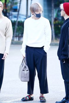 KIM TAEHYUNG | V | BTS | BEYOND THE SCENE's photos – 114 albums | VK Bts Inspired Outfits, Weird Fashion, Men Fashion, Style Finder, Kim Taehyung, Cute Couples Goals, School Fashion, Style Icons, Korean Fashion