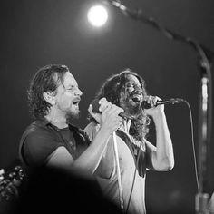 #chriscornell #soundgarden #pearljam #eddievedder #totd #RIPChrisCornell Temple Of The Dog, Eddie Vedder, Chris Cornell, Pearl Jam, Concert, Pictures, Concerts