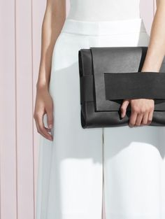 Oversized clutch with built-in wrist strap. Look Fashion, Fashion Bags, Womens Fashion, Leather Clutch, Leather Handbags, Foldover Clutch, Black Clutch, Ethno Style, Minimal Fashion