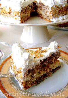 Like everything with walnuts, this cake is delicious! Albanian Recipes, Turkish Recipes, Pasta Cake, Delicious Desserts, Yummy Food, Sponge Cake Recipes, Walnut Cake, Pudding Cake, Love Eat