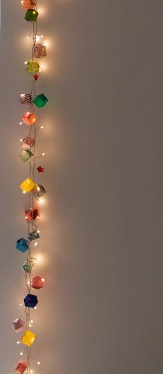 guusje's appeltaart: Origami Garland  Really pretty idea for either an adult or kids room.
