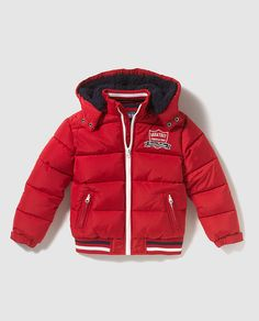 Parka de niño Freestyle en rojo con capucha Baby Boy Outfits, Kids Outfits, Boys Clothes Style, Kids Pants, Baby Winter, Kind Mode, Kids Wear, Boy Fashion, Men Dress