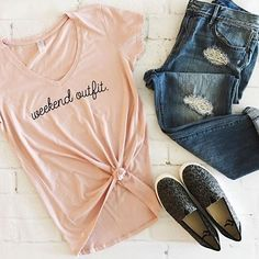 Finally Friday! Who's got their weekend outfit ready?!! 🙃 My friend @moolooapparelstore is offering our followers 20% off anything in her shop today including this adorable tee! Love the color!! Just enter code FRIYAY at checkout! #weekendoutfit #friyay #helloweekend