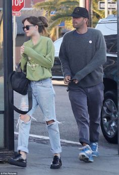 They've reportedly been dating since last fall. And while Dakota Johnson and Chris Martin have tried to keep their love out of the spotlight, the pair were spotted enjoying an incredibly romantic lunch Dakota Johnson Street Style, Dakota Style, Dakota Mayi Johnson, Prada Sneakers, Street Outfit, Street Clothes, Style Finder, Fashion Couple, Mod Fashion