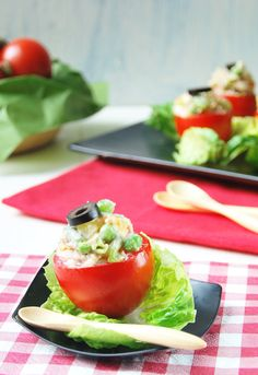 1080 Recetas de Cocina -- Book  Receta 412: Tomates rellenos de ensaladilla rusa