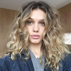 Looking for trendy curly bob hairstyles to change things up? Find a full photo g… Looking for trendy curly bob hairstyles to change things up? Find a full photo gallery for curly bob hairstyles. Curly Hair Styles, Curly Bob Hairstyles, Protective Hairstyles, Easy Hairstyles, Natural Hair Styles, Natural Curls, Gorgeous Hairstyles, Hairstyles Pictures, Natural Wavy Hairstyles