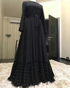 📌 hajra::::: naqabh,, & attractive design of naqabh👌👌👌👌nice one Hijab Style Dress, Modest Fashion Hijab, Abaya Fashion, Fashion Outfits, Islamic Fashion, Muslim Fashion, Mode Kimono, Mode Abaya, Hijab Fashionista