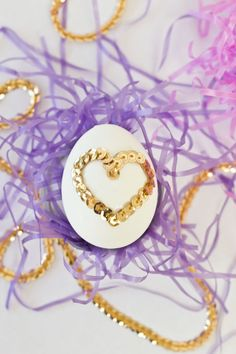 DIY Sequin Heart Easter Eggs make-way-for-the-easter-bunny-faire-de-la-place-po Easter Bunny Cake, Easter Cookies, Easter Party, Easter Eggs, Easter Dinner, Favorite Holiday, Holiday Fun, Easter Deserts, Easter Crafts
