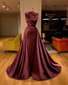 2020 One Shoulder Pleated Evening Dresses with High Leg Slit – Phylliscouture Source by lincynyabuti Kleider Elegant Dresses For Women, Pretty Dresses, Beautiful Dresses, Gala Dresses, Formal Dresses, Wedding Dresses, Bouquet Wedding, Wedding Nails, Flapper Dresses